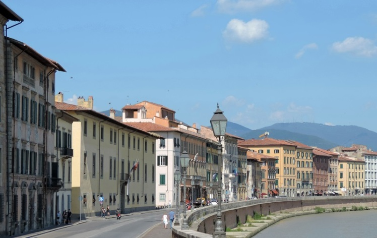 Moradias típicas e o Rio Arno