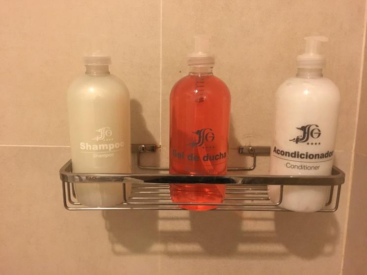 Amenidades de banho em tamanho grande gratuitas