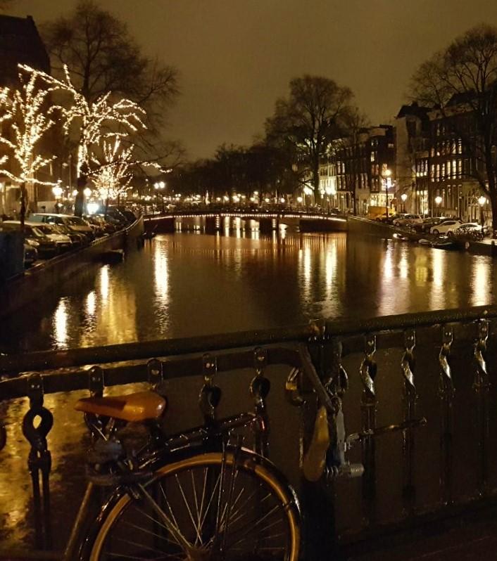 Um dos belos canais holandeses