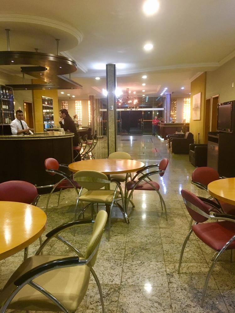 Lobby bar - E o destinado pedindo nossa cervejinha