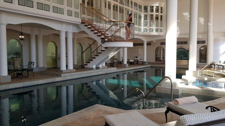 Piscina em hotel de luxo na África